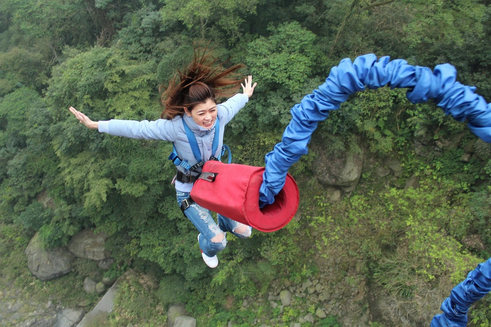 bungee-jumping-from-a-bridge-1