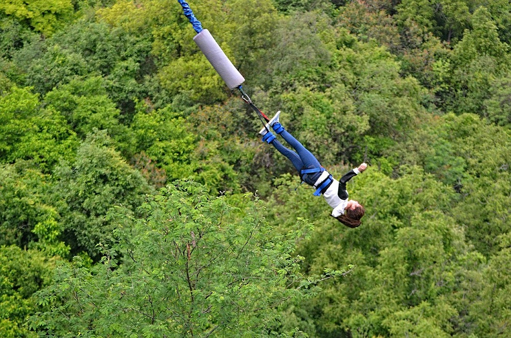 bungee-jumping-from-a-bridge-3