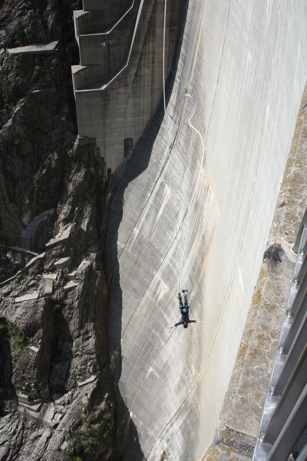 bungee-jumping-from-a-dam-2