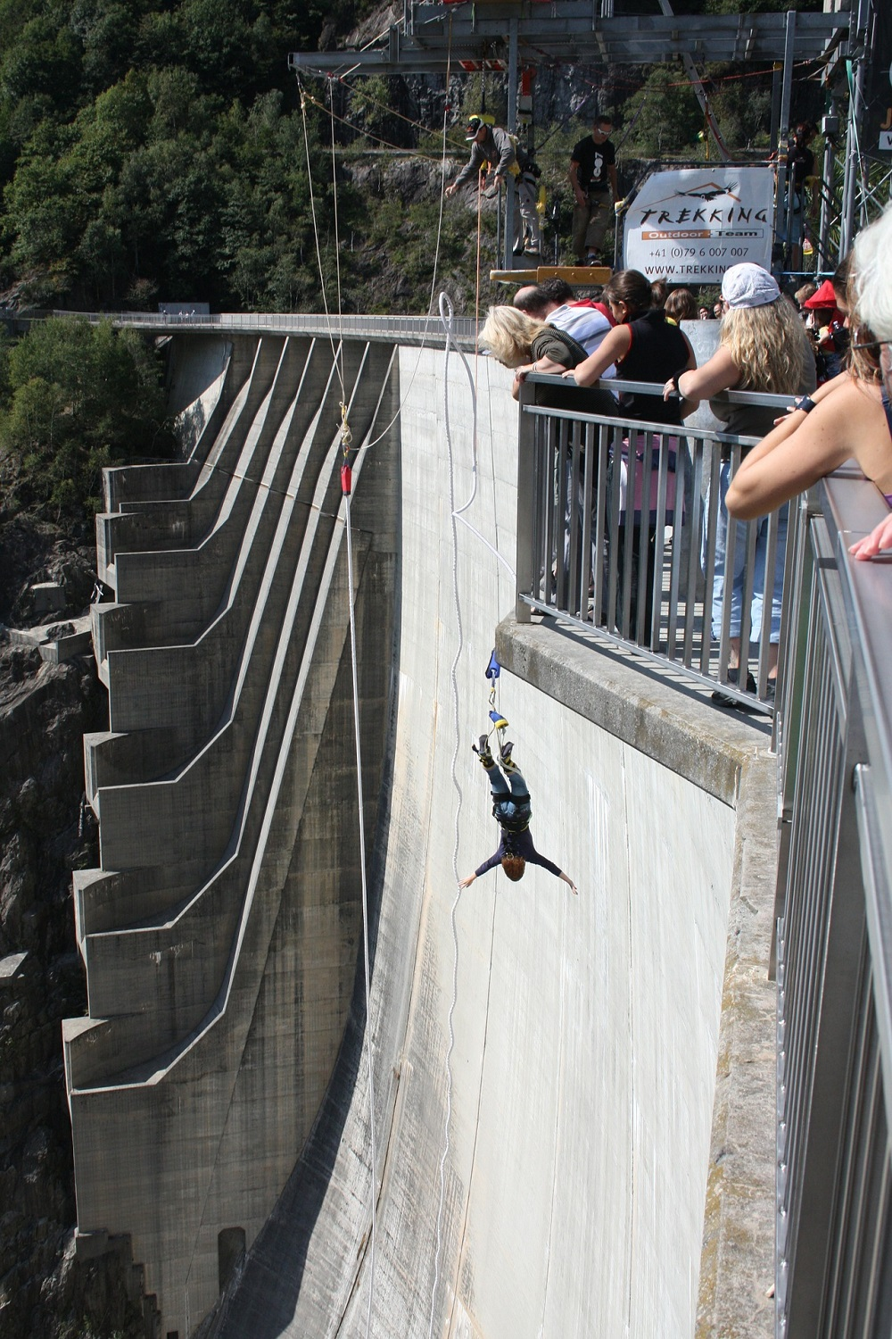 bungee-jumping-with-trekking-outdoor